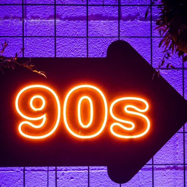 neon 90s strzałka w prawo