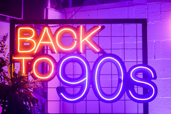 neon Back to 90s na wynajem
