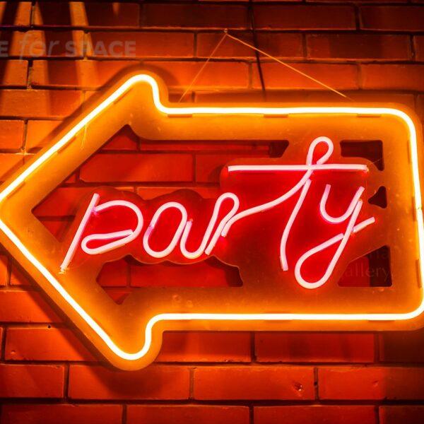 neon party strzałka w lewo na wynajem